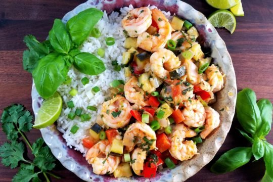 Thai Red Curry Shrimp with Jasmine Rice | Give it Some Thyme – a super flavorful Thai recipe loaded with plump shrimp, shallots, zucchini, and peppers bathing in a coconut, ginger, garlicky red curry sauce! #thaishrimp #thaishrimprecipes #thaishrimpcurry #thaishrimpredcurry #glutenfreedinner #asianrecipes #thairecipes #glutenfreeshrimprecipes #healthydinnerrecipes #giveitsomethyme