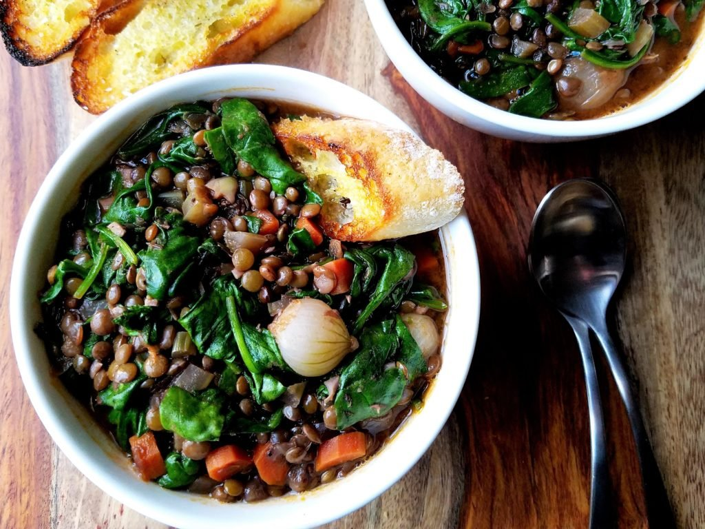 Wine Braised Lentils with Spinach and Pearl Onions | giveitsomethyme.com