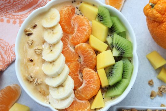 Sumo Citrus Mango Smoothie Bowl - giveitsomethyme.com