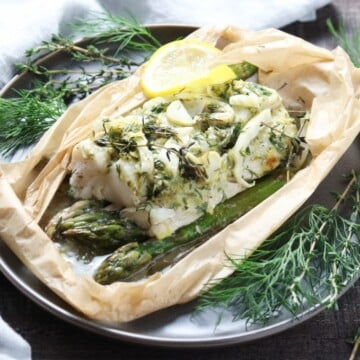 Cod Asparagus and Fennel Packets - giveitsomethyme.com - these easy fresh cod packets are laced with lemon, thyme, dill, and spiked with dry vermouth. Gluten-free and on the table in 45 minutes! #fishdinner #fishdinnerrecipes #fishdinnerideas #fishdinnerhealthy #healthydinners #quickandeasydinners #codrecipes #cod #codfishrecipes #codrecipeshealthy #codhealthy #bestcodrecipes #bestcoddinners #fishpackets #fishpacketsoven #giveitsomethyme