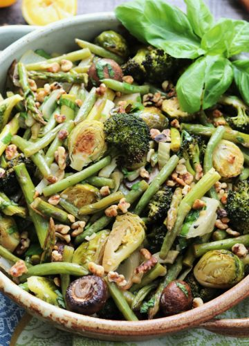 Balsamic Roasted Green Vegetables | Give it Some Thyme - a delicious and healthy side dish of roasted broccoli, brussel sprouts and green beans! #sidedish #sidedishrecipe #healthyfallrecipes #healthysidedish #glutenfreesidedish #balsamicroastedvegetables #balsamicroastedgreenvegetables #giveitsomethyme
