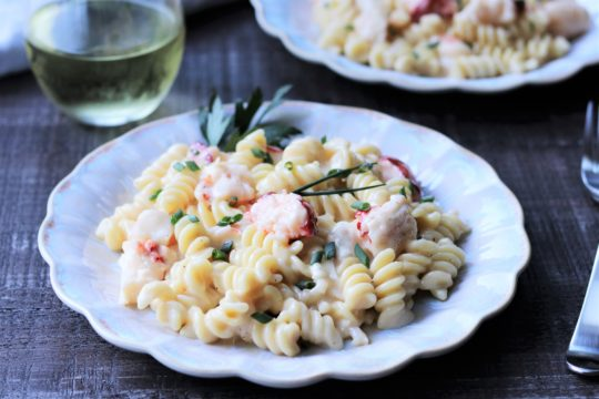 Lobster and Shrimp Mac and Cheese | Give it Some Thyme – a delicious recipe of hunks of succulent lobster, plump shrimp, and tender pasta generously coated in a creamy, two-cheese sauce! #macandcheese #lobstermacandcheese #lobsterandshrimp #bestseafoodrecipes #comfortfood #gamedayfood #fallrecipes #giveitsomethyme