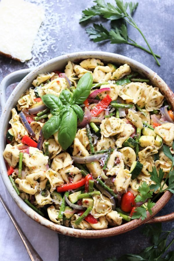 4th of July Party Menu Ideas - Basil Sun Dried Tomato Pesto Tortellini Salad #sidesalad #july4thfood #summerrecipes #pastasalad #giveitsomethyme | giveitsomethyme.com