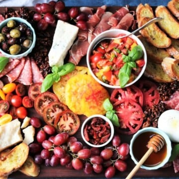 Heirloom Tomato Bruschetta Cheese Board | giveitsomethyme.com – a delicious snacking display of heirloom tomato bruschetta with an assortment of Italian cheeses, charcuterie, toasted baguette and more! #heirloomtomatobruschetta #heirloomtomatobruschettarecipe #tomatobruschetta #cheeseandcharcuterieboard #cheeseandcharcuterieboarddisplay #cheeseandcharcuterieboardideas #cheeseandcharcuterieboardhowtomake #giveitsomethyme #bestappetizers #bestappetizersever #bestappetizersforparties