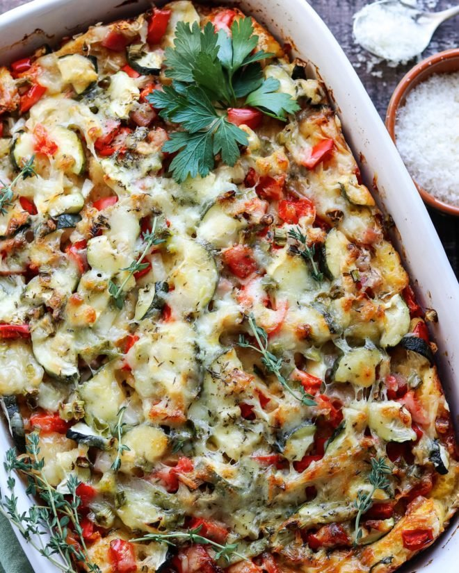 Cheesy Veggie Brunch Casserole | Give it Some Thyme - winter, spring, summer, or fall, this crowd-pleasing, make-ahead recipe rises to the occasion any time of the year! #breakfastcasserole #eggcasserole #brunch #breakfast #veggieeggcasserole #christmasbrunch #holidaybrunch #makeaheadrecipes #mealprep #comfortfood #giveitsomethyme