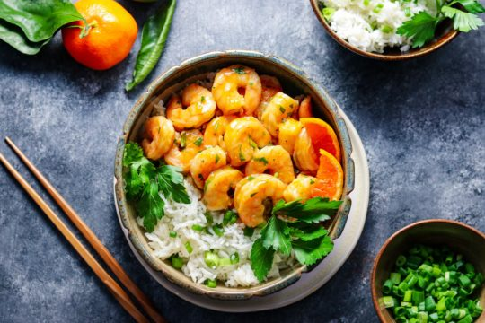 Orange and Honey Glazed Shrimp | giveitsomethyme.com – an easy and delicious recipe of tender plump shrimp in a sweet n' spicy orange glaze served with jasmine rice! #orangeglazedshrimp #orangeshrimp #orangeshrimprecipes #easyorangeshrimp #chineseorangeshrimp #shrimpdinner #shrimpdinnerrecipes #shrimpdinnerideas #shrimpdinnerhealthy #orangeandhoneyglaze #giveitsomethyme