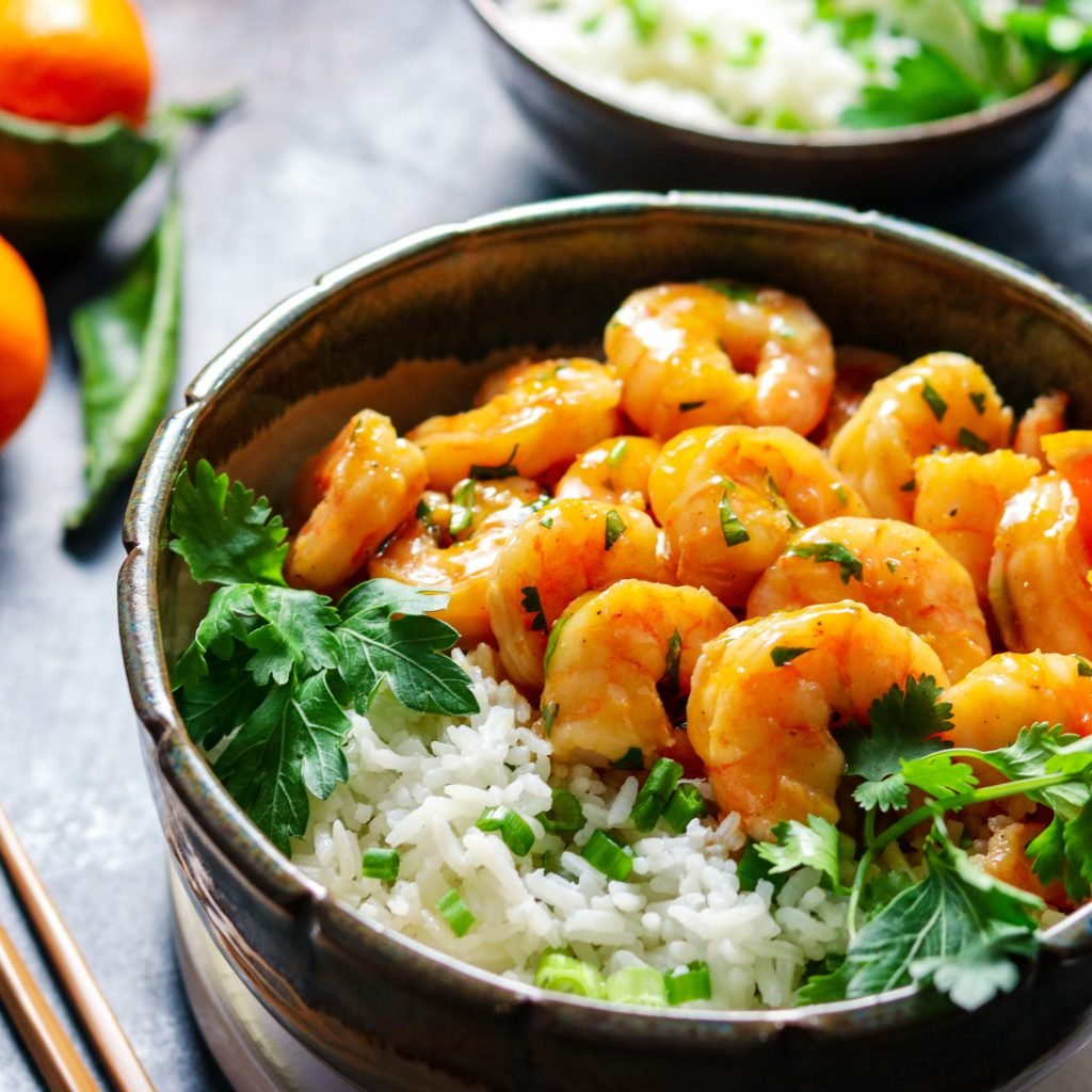 Orange & Honey Glazed Shrimp w/ Jasmine Rice | Give it Some Thyme – an easy and delicious recipe of tender plump shrimp in a sweet n' spicy orange glaze served with jasmine rice! #orangeglazedshrimp #orangeshrimp #orangeshrimprecipes #easyorangeshrimp #chineseorangeshrimp #shrimpdinner #shrimpdinnerrecipes #shrimpdinnerideas #shrimpdinnerhealthy #orangeandhoneyglaze #giveitsomethyme