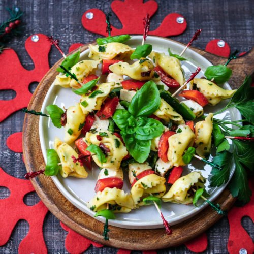 Festive Marinated Tortellini Skewers - Give it Some Thyme – an easy recipe of tortellini, fresh mozzarella and bell peppers marinated in a zesty lemon vinaigrette! #tortelliniskewers #tortelliniskewersappetizers #marinatedtortelliniskewers #pastaappetizers #pastaappetizerseasy #pastaappetizerspartiesfood #christmasappetizers #christmasappetizerseasy #holidayappetizers #holidayappetizerseasy #giveitsomethyme