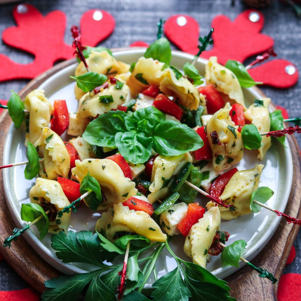 Festive Tortellini Skewers | Give it Some Thyme – an easy recipe of tortellini, fresh mozzarella and bell peppers marinated in a zesty lemon vinaigrette! #tortelliniskewers #tortelliniskewersappetizers #marinatedtortelliniskewers #pastaappetizers #pastaappetizerseasy #pastaappetizerspartiesfood #christmasappetizers #christmasappetizerseasy #holidayappetizers #holidayappetizerseasy #giveitsomethyme