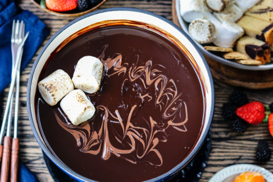 Dark Chocolate Fondue Bar | Give it Some Thyme – luxuriously smooth, rich dark chocolate fondue with a bar of delcious dipping treats is what chocolate lovers dreams are made of! #darkchocolatefondue #darkchocolatefonduerecipe #darkchocolatefondueparties #chocolatefondue #chocolatefonduebar #easychocolatefondue #chocolatefonduedippers #valentinesdaydesserts #valentinesdaydessertideas #valentinesdaydessertsrecipes #giveitsomethyme
