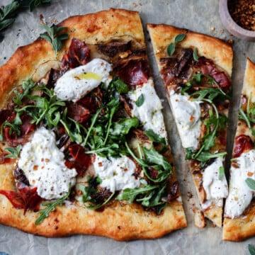 Potato Mushroom and Burrata Pizza w/ Prosciutto & Arugula | Give it Some Thyme – a delicious and easy pizza recipe on homemade white wine dough! #pizza #potatopizza #burratapizza #mushroompizza #pizzarecipes #homemadepizza #pizzadough #pizzadoughrecipe #whitewinepizzadough #giveitsomethyme