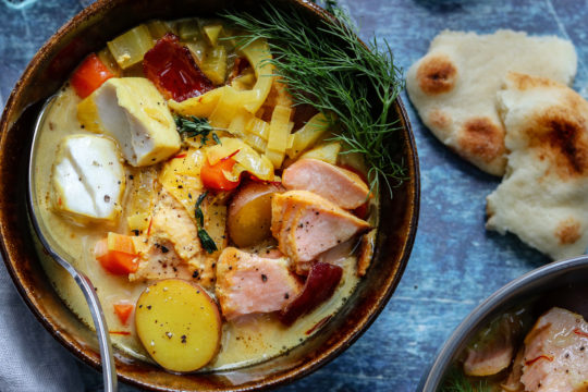 Saffron Fish Chowder with Leeks and Fennel | giveitsomethyme.com – quick, easy, and deliciously light, bouillabaisse-style chowder with hunks of salmon, mahi-mahi, leeks, fennel, and potatoes. Dairy free and gluten free! #fishchowder #fishchowderrecipe #dairyfreechowder #dairyfreefishchowder #dairyfreefishchowdercoconutmilk #glutenfreeanddairyfree #glutenfreeanddairyfreereicpes #glutenfreeanddairyfreemeals #glutenfreeanddairyfreesoup #giveitsomethyme