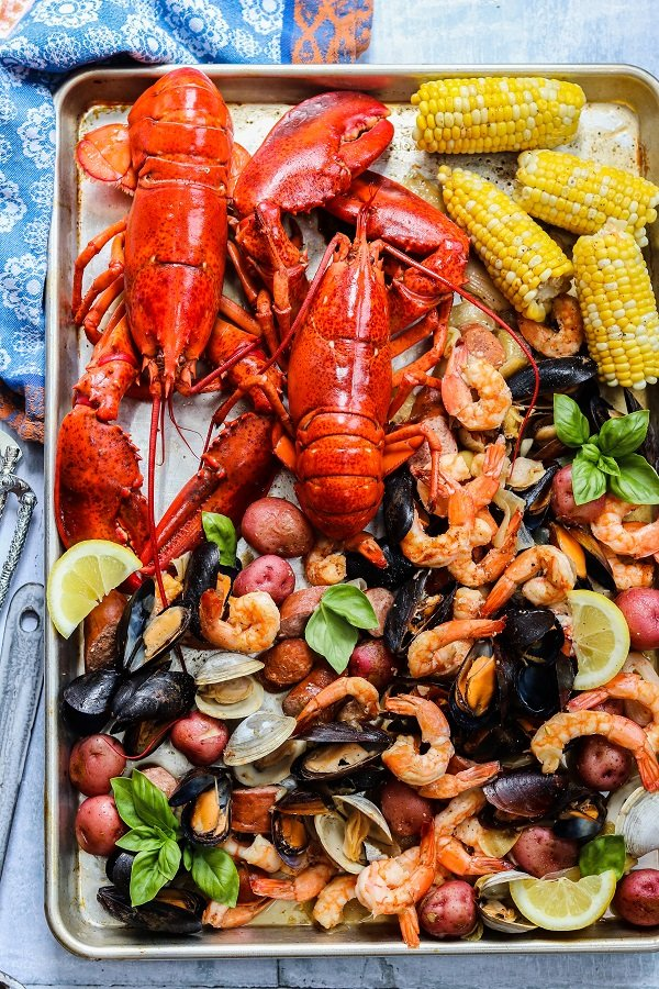 4th of July Party Menu Ideas - Easy Summer Kitchen Clambake #clambake #easyclambake #july4thfood #summerrecipes #giveitsomethyme | giveitsomethyme.com