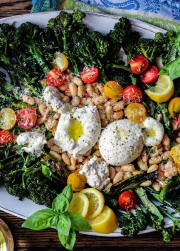 Charred Broccolini and Cannellini Salad with Burrata - Take your salad game to another level with this deliciously elegant yet simple Italian salad recipe. #broccolini #broccolinisalad #italianrecipes #salads #sidedishrecipes #sidesalads #healthydinners #quickandeasydinners #glutenfreerecipes #giveitsomethyme | giveitsomethyme.com