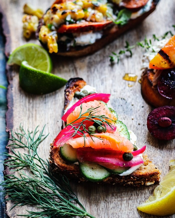 Smoked Salmon & Cucumber Crostini with pickled red onion, creme fraiche, capers, fresh dill and a squeeze of lemon is the perfect mini everything bagel! #crostini #appetizers #summerrecipes #fingerfoods #giveitsomethyme | giveitsomethyme.com