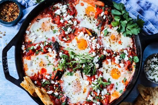 Easy Shakshuka with Marinara and Zucchini – Eggs poached in a deliciously spiced tomato sauce along with zucchini, onion, peppers and swiss chard. A perfect one pan meal any time of day! #shakshuka #shakshukaeasy #shakshukawithzucchini #breakfast #brunch #breakfastfordinner #ketorecipes #glutenfreerecipes #vegetarianrecipes #skilletmeals #skilletrecipes #giveitsomethyme | giveitsomethyme.com