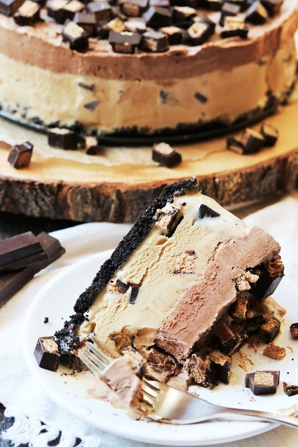 Mocha Kit Kat Ice Cream Cake | Give it Some Thyme - a decadent blend of coffee and chocolate ice cream studded with dark chocolate Kit Kat pieces all atop a chocolate cookie crumb crust! #chocolatedesserts #dessertrecipes #icecreamcake #chocolateicecreamcake #frozendessert #makeaheaddessert #kitkatbars #kitkat #coffeeicecream #mocha #motherdaydessert #giveitsomethyme